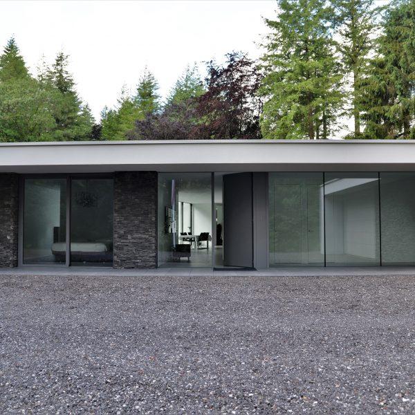 Villa met Scaglia Steenstrips van Geopietra