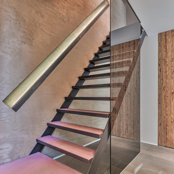 Hal en trap bijzonder ontwerp van Osiris Hertman