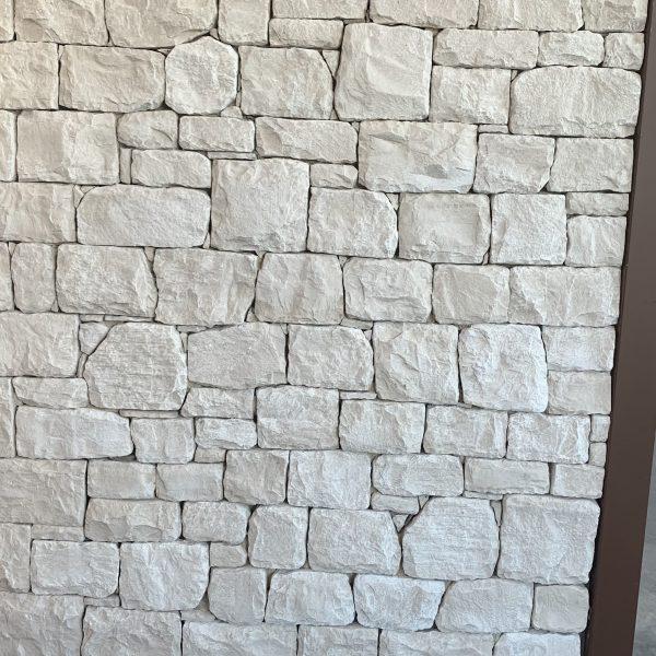 Witte steenstrips Conero wandbekleding