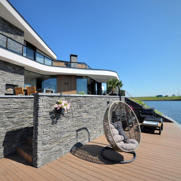 Moderne villa met Geopietra Steenpanelen Scaglia en Geocover