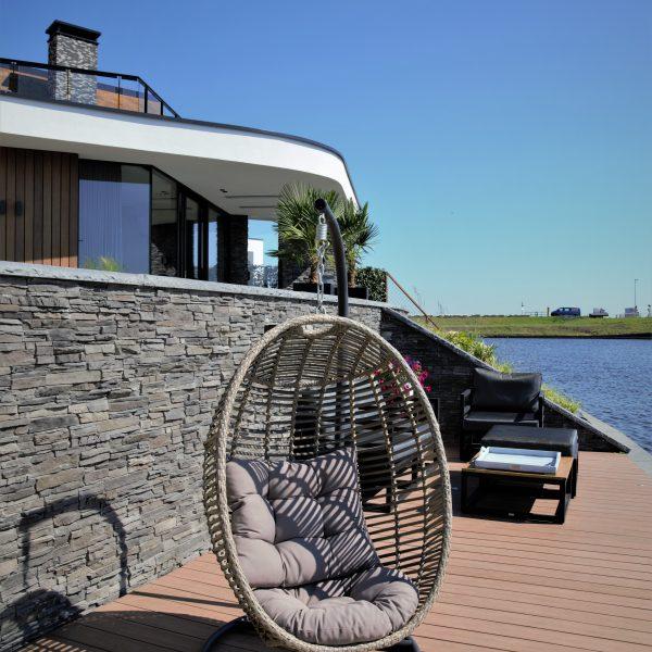Moderne villa met Steenstrips