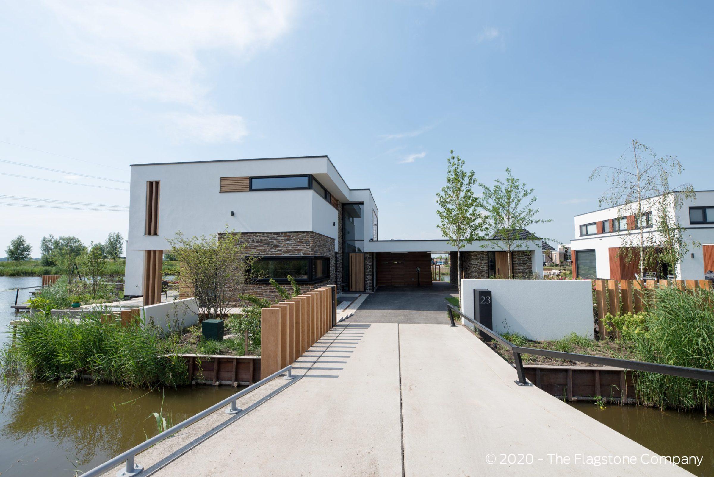 Vooraanzicht van de prachtige kubistische villa in Nesselande