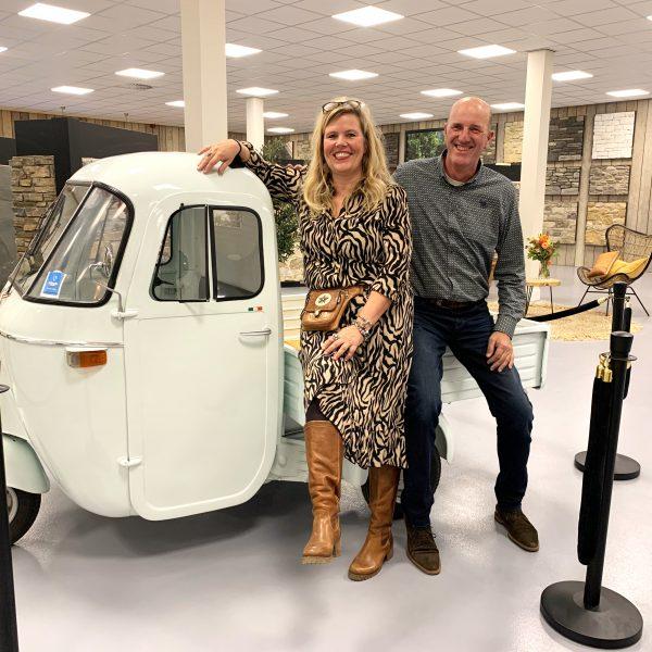 Hellen en Peter Eekhof in de nieuwe showroom