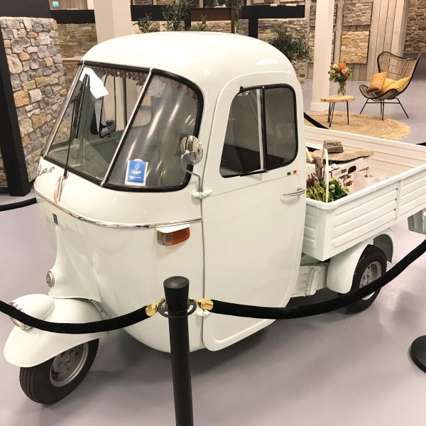De Piaggio Ape in de nieuwe showroom