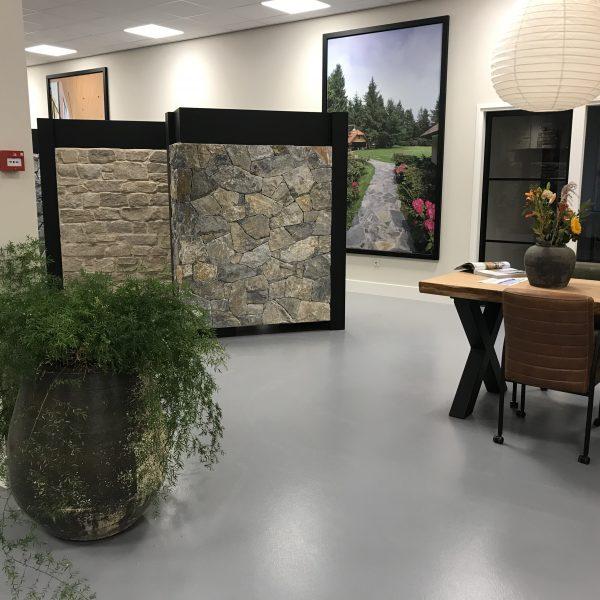 Rocks Steenstrips in de nieuwe showroom