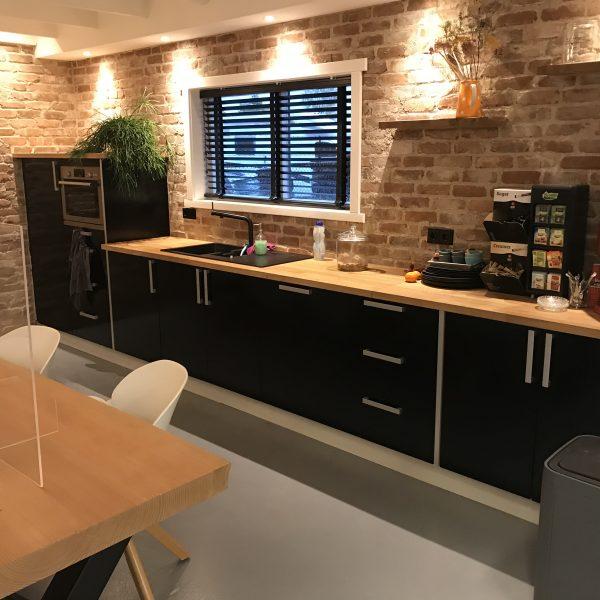 De keuken in het nieuwe pand met de Casale Bakstreenstrips