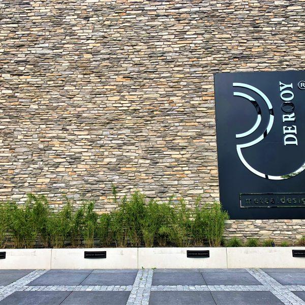 Prachtig zicht op de Steenstrips muur van De Rooy Metaaldesign