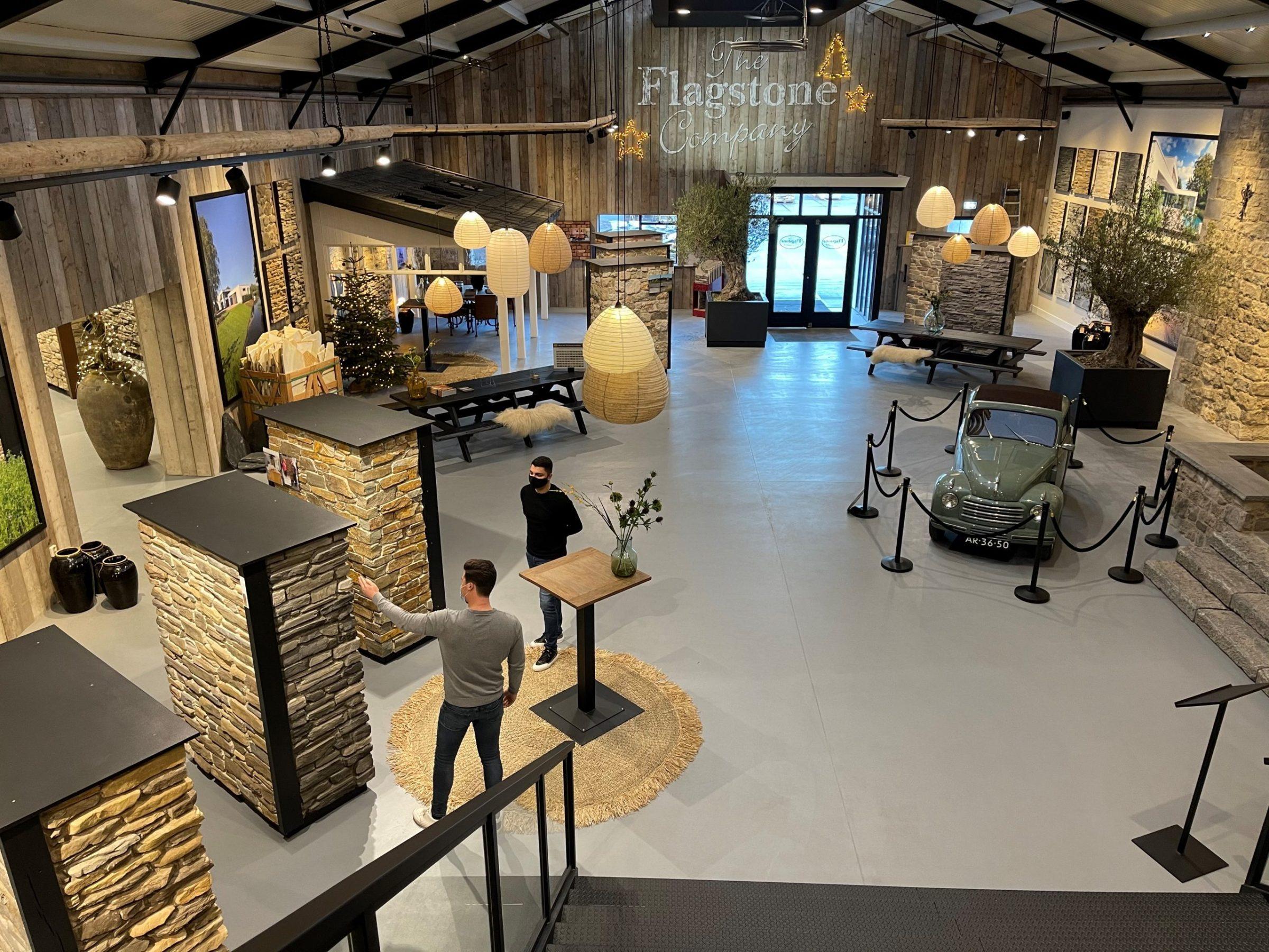 De grootte van de vernieuwde showroom in de corona tijd