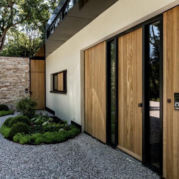 Entree naar de Moderne Villa met Steenstrips