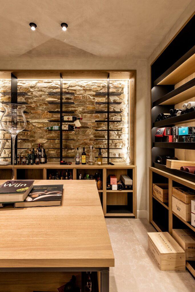 Wijnkelder met Rocks Oranje - J. van der Windt B.V.