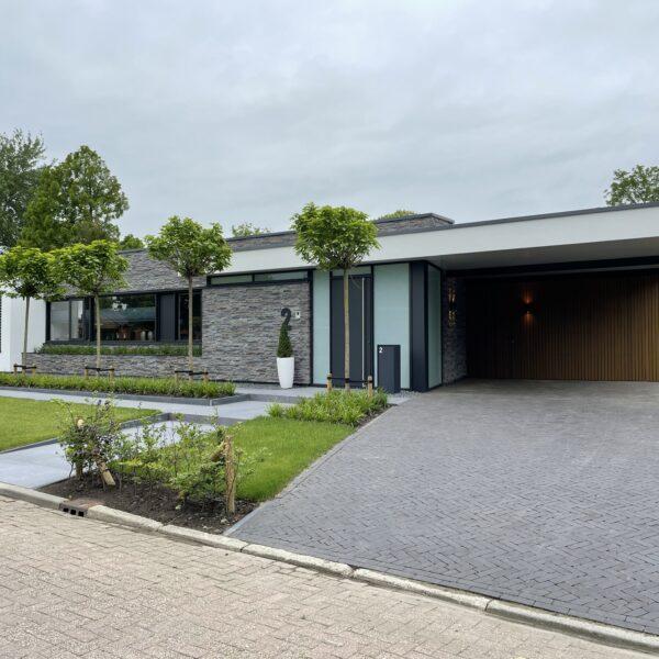 Villa met Steenstrips