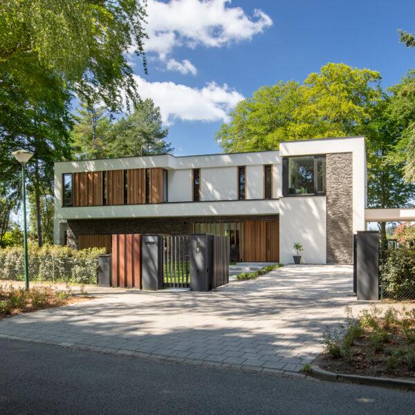 Moderne villa met Scaglia Steenstrips | Bouwbedrijf Osnabrugge | Fotografie Nanette de Jong
