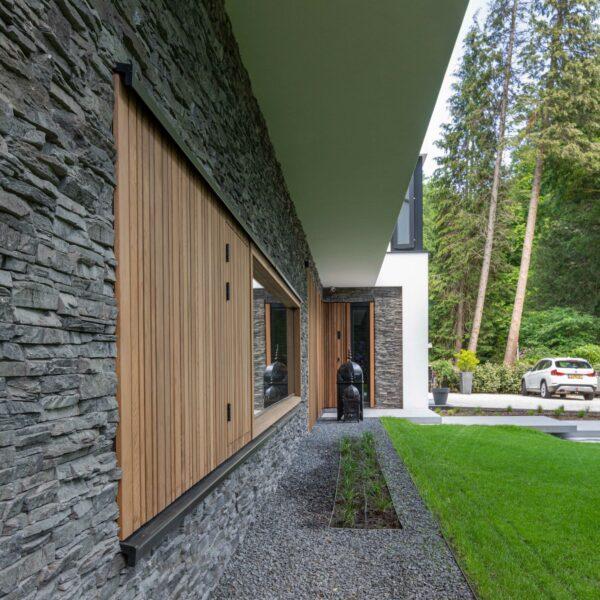 Moderne villa met Scaglia Steenstrips   Bouwbedrijf Osnabrugge   Fotografie Nanette de Jong