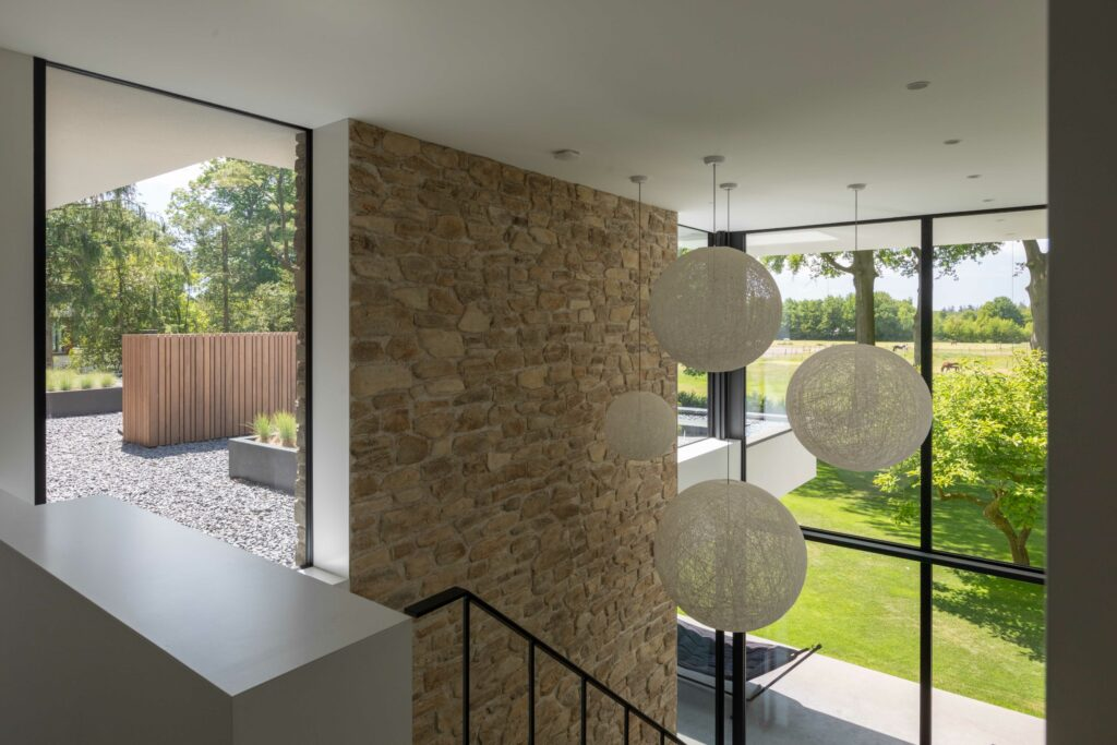 Moderne villa met Moniga Steenstrips   Bouwbedrijf Osnabrugge   Fotografie Nanette de Jong