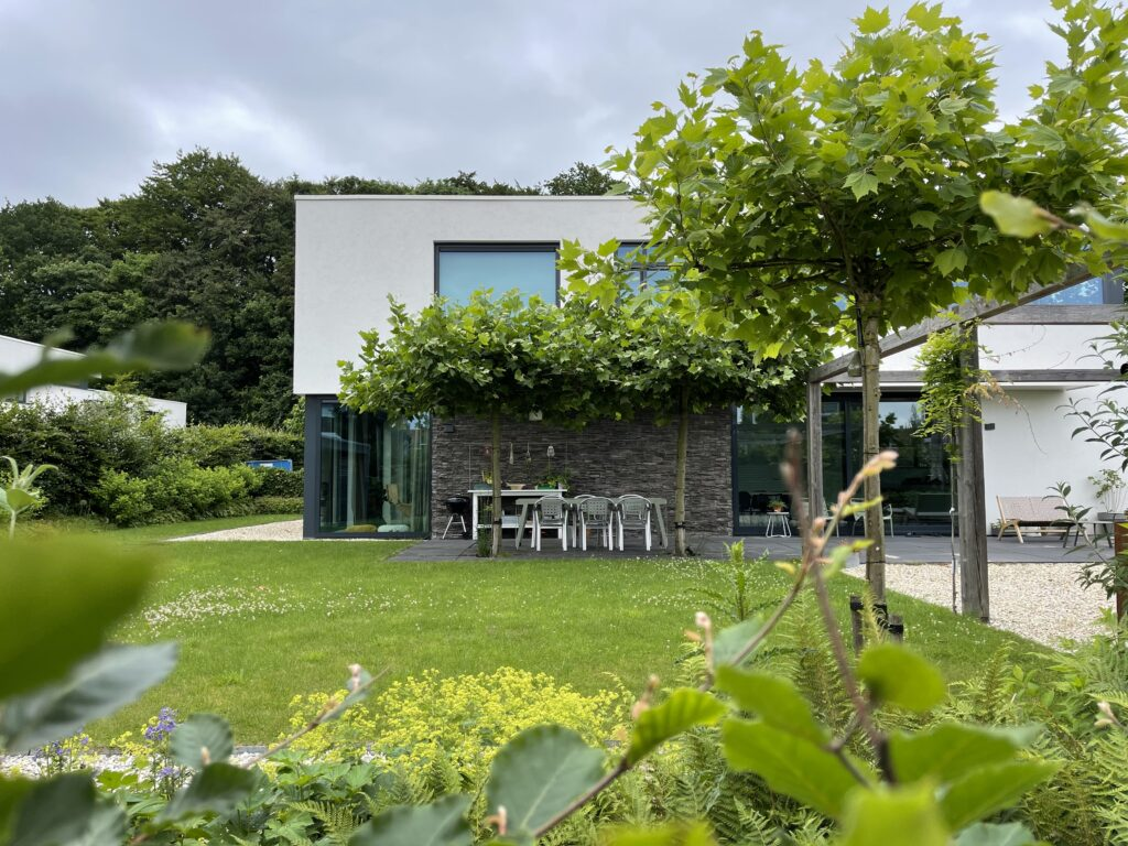 Prachtige tuin met Steenstrips
